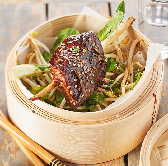 Aziatische kalfssukade met groentesalade