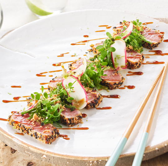 Tataki van Premium Steak met zeewiersalade en furikake